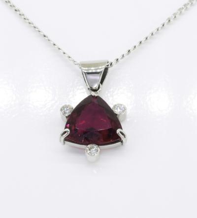 feherarany-gyemant-turmalin-medal-tum04-gyemant-0-18ct-w-si1-i1-turmalin-4-36ct-li-14k-1