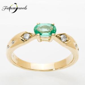 sarga-arany-gyemant-smaragd-gyuru-er315-0-10ct-w-vs1-smaragd-0-40ct-mi-14k-2