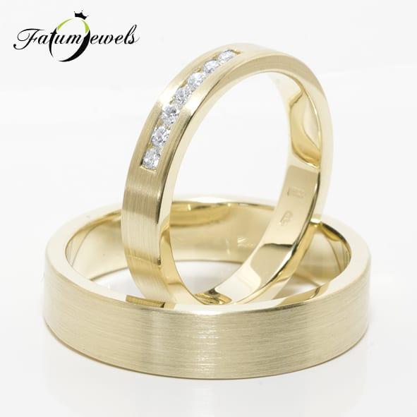 sarga-arany-karikagyuru-par-s054-gyemant-0-14ct-tw-vs1-5-6mm-szeles-14k